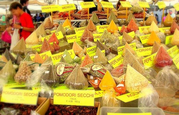 800px-Spezie_Campo_dei_fiori_mercato_08[1]